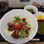 峠の茶屋 ひかる - 料理写真:牛ハラミステーキ丼@999