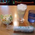 エベレスト キッチン - ランチ サラダ & ラッシー