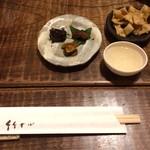 72237283 - お通し蕎麦味噌、山葵醤油漬け、海老頭の味噌漬け、そばチップス。どれも日本酒に合う(*´꒳`*)