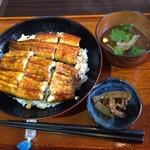 銀しゃり食堂 - 料理写真:鰻は国産鰻が一匹、肝吸い付きです。
