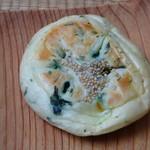 パン工房 麦の里 - 料理写真:野沢菜油炒めおやき