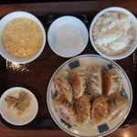 雲龍 一包軒 - ぷっくり餃子定食(980円税別)スープとご飯はお代わりできます