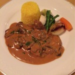 コンチネンタルルーム - ビーフストロガノフ サフランライスと温野菜を添えて