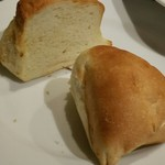 72249125 - お通しのパン 300円は暴利