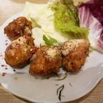 マンゴツリーカフェ - イサーン式鶏ひき肉の揚げ団子