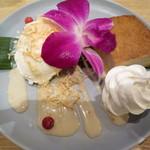 マンゴツリーカフェ - タロイモケーキとココナッツアイス