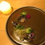 ナイン ストーリーズ - 前菜1:鰯のブリュレ フェンネルのエスプーマとサラダ トマトのジュレ ビーツのピューレ フランボワーズ1