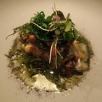 ナイン ストーリーズ - 魚料理:黒鯛のポワレとおかひじき すもものソースと焦がしバター ゆかりのパウダー2