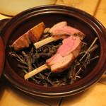 ナイン ストーリーズ - 肉料理:アニョー(羊)のロースト 葡萄の木とローズマリー 羊のジュとコブミカンとレモングラスのソース1