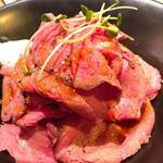 エスタジ グリル&ビア - ローストビーフ丼