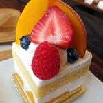 72253655 - マンゴーのショートケーキ