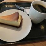 スターバックス・コーヒー - ケニア320円、ニューヨークチーズケーキ420円