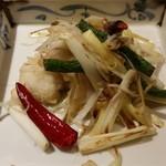 中国料理 東弦京 - 鱧と黄韮の強火炒め