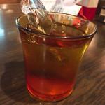 喫茶Y - お冷 大きく飛び出す氷