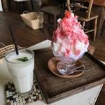 Hashigo Cafe - ミックスジュース ¥550 ・ いちごミルク ¥680