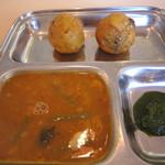 カフェと印度家庭料理 レカ - バタタ ワダ