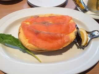 シェリダン - クリームチーズ入りスモークサーモンオムレツ