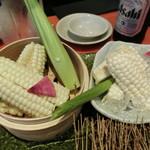 北の味紀行と地酒 北海道 - 『ホワイトとうもろこし「刺身・茹で」食べ比べ』790円