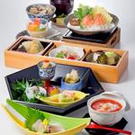 四季彩 - 「秋鮭と茸の豆乳鍋弁当」※2017/8/30~9/26のメニュー