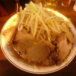 柴田商店 - とんこつ野菜(並)肉増し800円