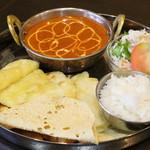 インド・ネパール料理 ディルクス - 料理写真:ハーフチーズナンランチ