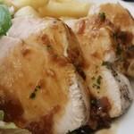 72274334 - 鶏むね肉のロースト ハニージンジャーソース、アップ。