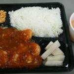 慶珍楼 - エビチリ弁当。ご飯とエビチリの量にビックリした!