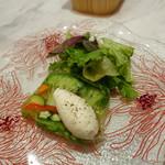 レジーナ イタリアーナ - 夏野菜のテリーヌ 黒胡椒のシャンティ添え