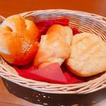 ブーランコ - かぼちゃ餡パン、ハムマヨパン、メロンパン、