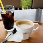 眺めのいいカフェ パ・ノ・ラ・マ - コーヒーとアイスコーヒー