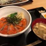 恵比寿 魚一商店 - サーモン漬け丼