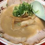 天下一品 - コッテリのチャーシュー麺。890円。