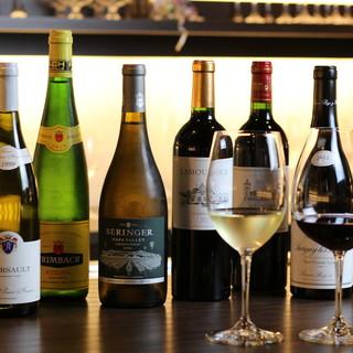 約60種を超えるオーナーソムリエこだわりのワインを常備。