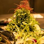 おもてなし旬魚 踊る魚 - じゃこと水菜の越後風サラダ