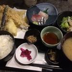 淡路島と喰らえ - 天麩羅・刺身定食
