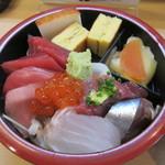 都寿司 - 「二重ちらし」の上段