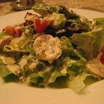 ビストロ フレッシュ - アボガドとマッシュルームのシーザーサラダ