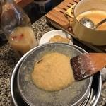 カフェ アリカ - ジンジャーシロップ仕込み中。自家製ドリンクで癒されてください♪