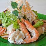 グリル 木の実 - 魚介のサラダ