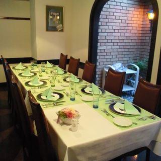 ゆっくりお食事できる完全個室。テラス席はワンちゃんもOKです