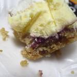 菓子司 新谷 - 下に紫のジャム