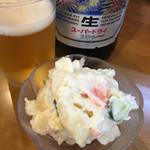 立呑み処 おかわり - 大ビン500円+ポテトサラダ270円