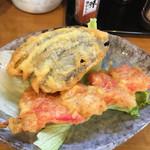 立呑み処 おかわり - 天ぷら(ナス、紅生姜)各110円