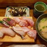 魚八寿し - 料理写真:おまかせ寿し(並) 3300円(税別)