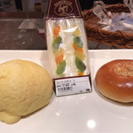 ヤオコーピノ - 料理写真:メロンパンナちゃん、フルーツサンド、アンパンまん。