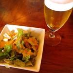 カレーバー・ガク - サラダとランチビール