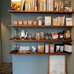 コーヒーキャラウェイ - 置いてある本のチョイスも素敵ですよ〜(◍ ´꒳` ◍)