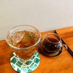 コーヒーキャラウェイ - 炭酸水にコーヒーを少しずつ注いでいただきます♪
