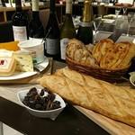ワイン&フードショップ ラパン - フランスワインとチーズとパンの会