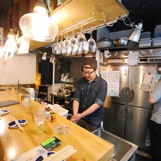 ★料理のライブ感をそのままに、カウンター・オープンキッチン